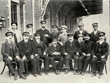 personal-de-la-estacion-de-guadix-marzo-de-1912-archivo-revista-adelante