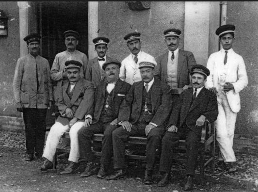 personal-de-la-estacion-de-la-roda-de-andalucia-ano-1900-archivo-jpt