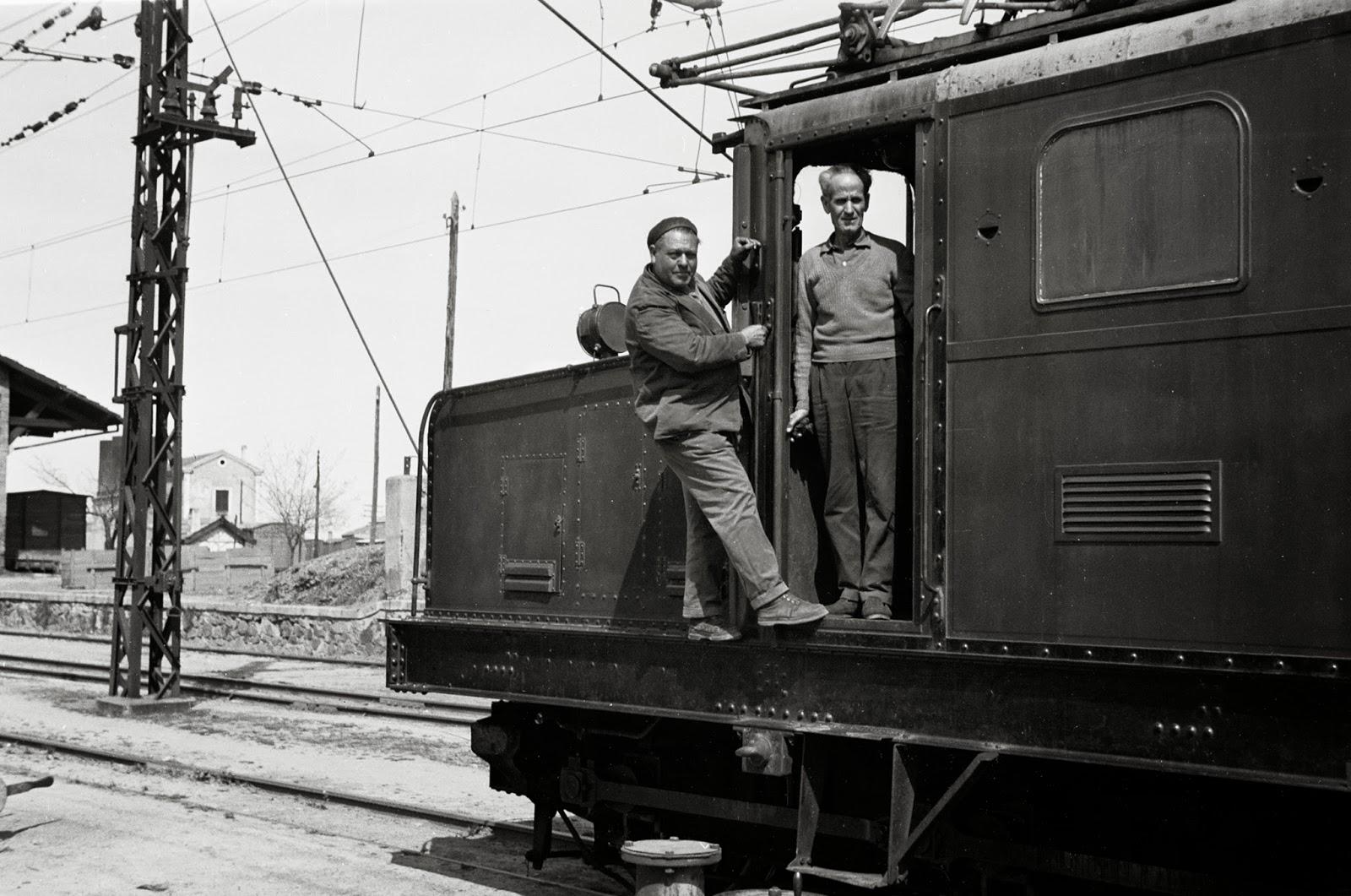 Personal de la locomotora serie 105, foto Jeremy Wiseman