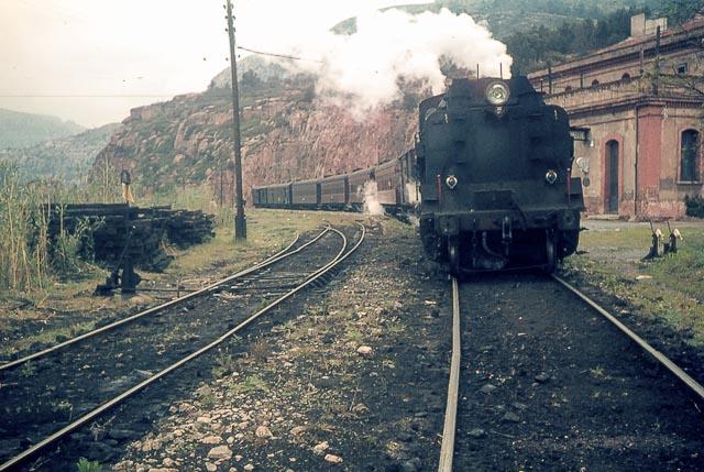 e Picamoixons, locomotora 141+141, 292-0401 Foto Charles F. Firminger