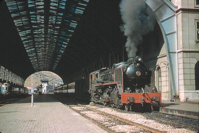 Port Bou , septiembre de 1961, locomotora 141-F2376, Foto Charles F. Firminger