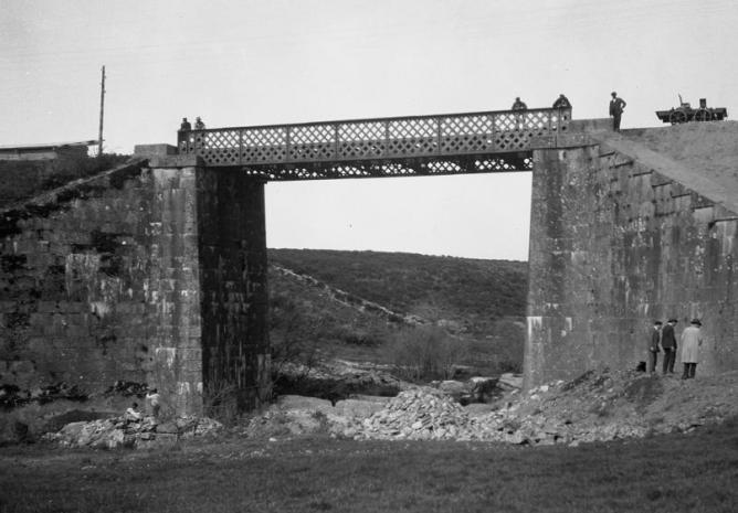 Puente de un tramo de la linea de Galicia, c.1939, Fondo Fototeca del P.H.