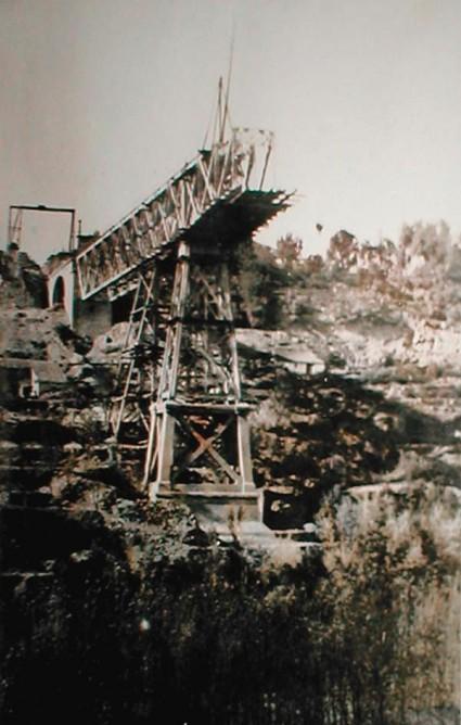 Puente metalico , en construcción en la linea de Durcal, autor desconocido
