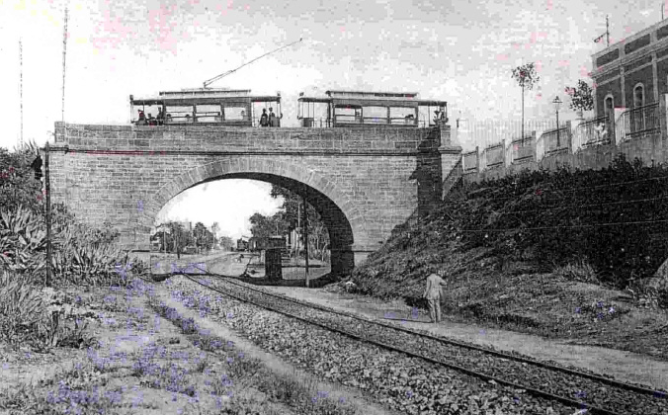 Puente para el paso del tranvia en San Fernado, sobre lsa linea de Andaluces, postal comercial Trebol