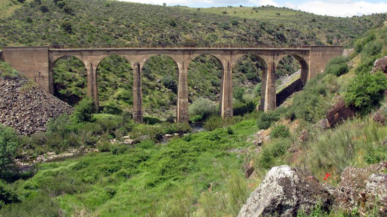 Puente sobre el Rio Huso, fondo FCMAF