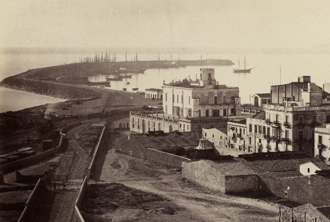 Puerto de Tarragona, entrada ferroviaria al puerto, c.1870. foto J. Laurent , fondo BNE