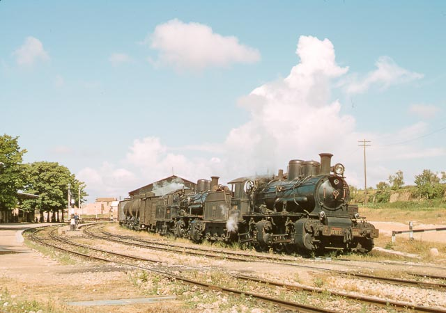 Salida en doble de la estación de Requena, 3 de junio de 1966, foto James M. Jarvis