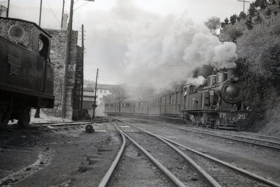 Fc de la Robla, tren entrando en Balmaseda , Foto Trevor Rowe