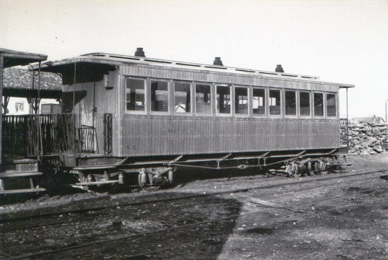 Sadaba a Gallur , coche de viajeros fabricado por Carde y Escoriaza, foto Jerey Wiseman