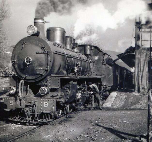 Santander-Bilbao , locomotora tipo Mikado, fondo MVF
