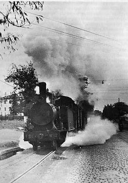 Secundarios de Castilla, salida de un tren de la estación de San Bartolomé , Fondo Godofredo Garabito
