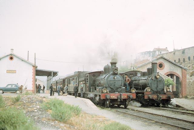 Estacion de Serón , mayo de 1966, locomotoras 130-2142 y 040-2366, foto James F. Jarvis