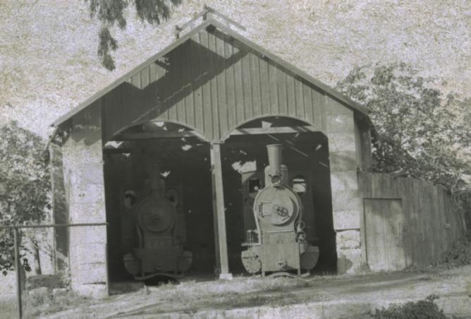Sierra Alhamilla á Almeria, locomotoras Jung en el deposito