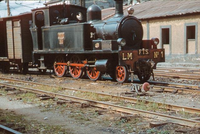 Suburbanos de Bilbao , Locomotora enLas Arenas , septiembre de 1957, foto Charles F. Firminger , fondo Flickr 30937