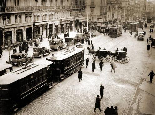 tranvias-en-la-calle-alcala-de-madrid-ano-1920-archivo-c-a-reina-sofia-foto-a-sanchez-garcia-alfonso