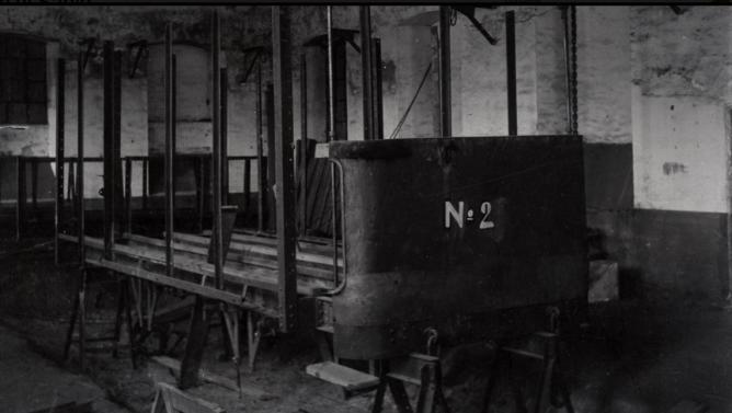Talles de Granada, restauracion del coche nº 2 , año 1943, foto Torres Molin