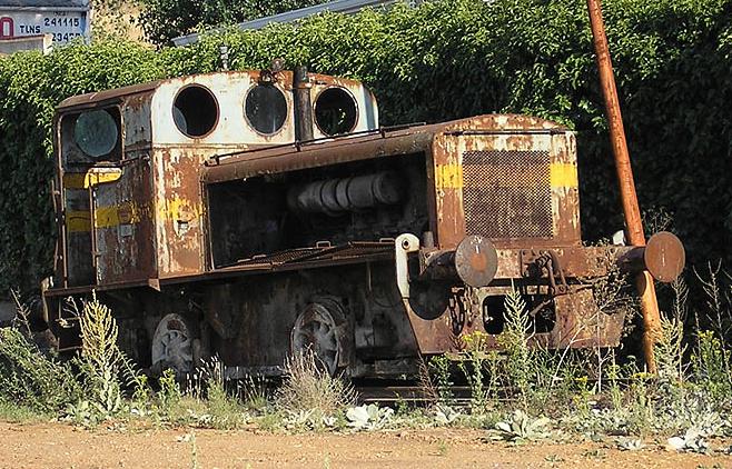 Tractor Deutz de la azucarwra de Salamaca, en Desguaces Montero, Salamnca.foto Manuel José MarcosMonero