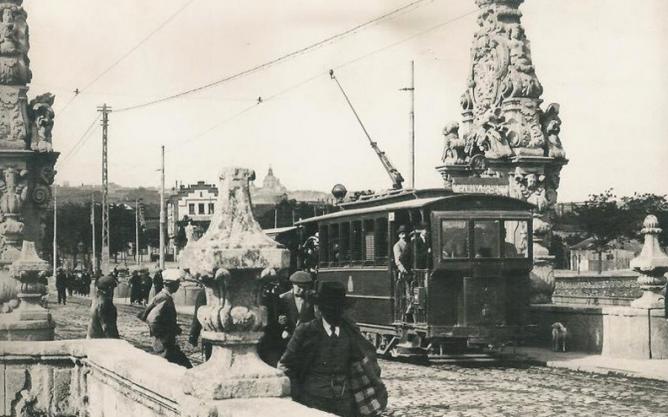 Tranvia a Carabanchel, en el Puente de Toledo, año 1912