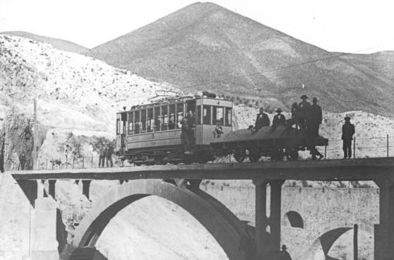Tranvia a Maitena , con vagon de mineral dela Mina La Estrella, archivo Pepe Morales