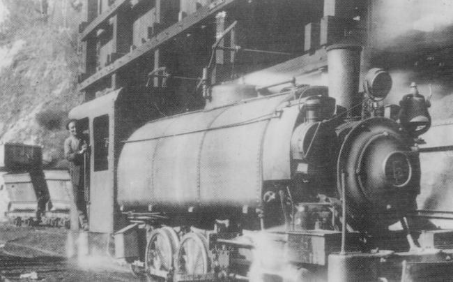 Tranvia a vapor de Santullano a Cabañaquinta ,locomotora nº 6, Colección Jose Luis de la Cruz