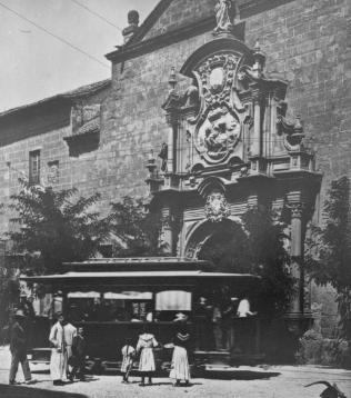 Tranvia de Granada frente a la Iglesia de San Justo y Pastor, Archivo Municipal de Granada