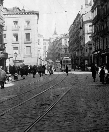 Tranvia de Leganes por la calle de Toledo , c. 1923, Archivo Eduardo Cuenca