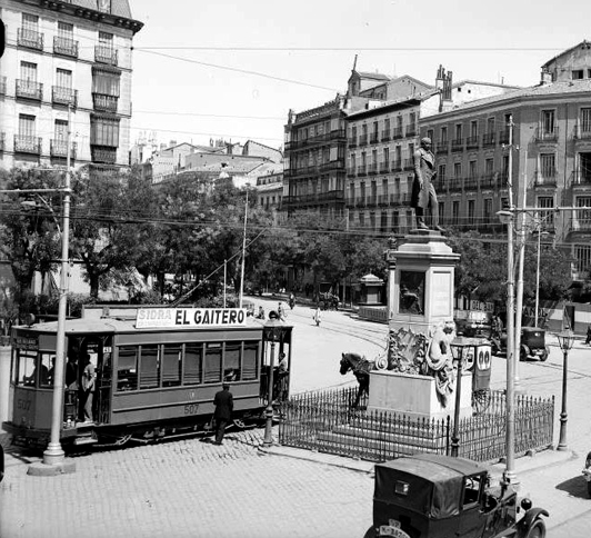 Tranvia en la Glorieta de Bilbao, año 1920