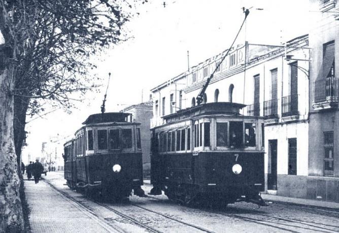 Tranvias de Linares, a su paso por la calle Julio Burrell, Archivo Franciaco Miguel Merino Laguna