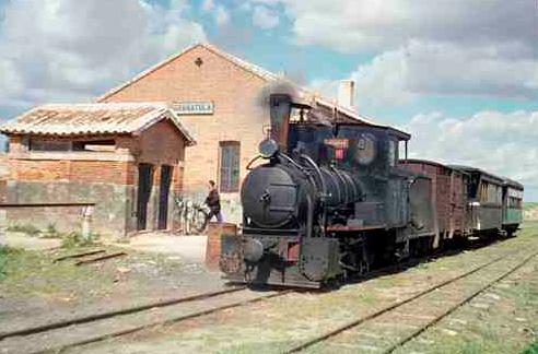 Tren Mixto en la estación de Granatula , foto Trevor Rowe, archivp Euskotren MVF