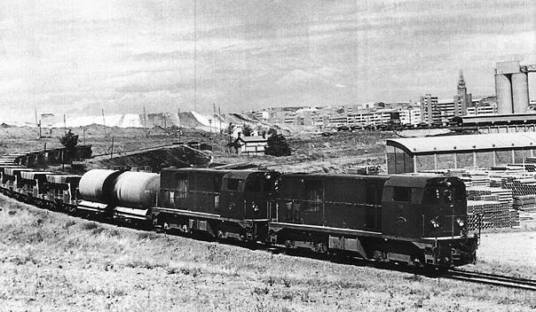 tren-de-arganda-a-su-paso-por-vicalvaro-c-1970-foto-jordi-valero