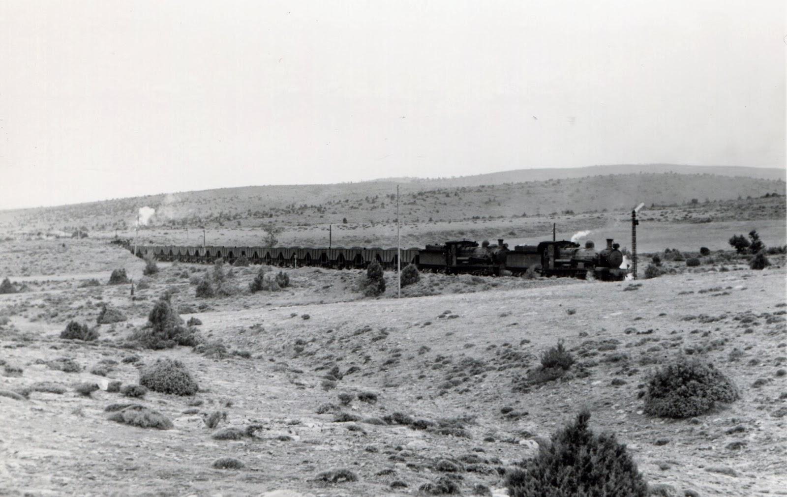 Tren de Mineral en Puerto Escandon, año 1965, foto Xavier Santamaría