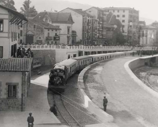 Tren inaugural en Bermeo , foto familia Buesa