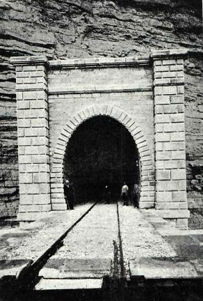 tunel-de-fayon-boca-de-entrada-revista-adelante-ano-1911