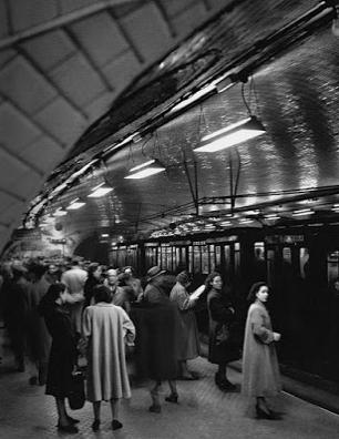 Usuarios del Metro de Madrid, año 1950