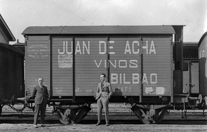 Vagon fabricado por Talleres Miravalles, cia del Norte, vinos Juan de Acha , foto El Liberal