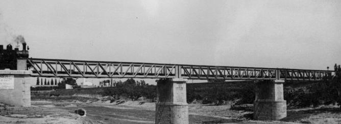 Valencia á Villanueva de Castellón , locomotora nº 6 en el Barranco de Xiva (Paiporta) c.1950, Archivo Historico FGV