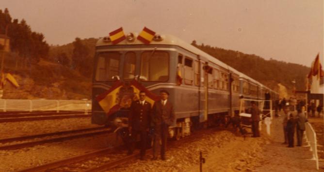 Vegadeo , FEVE , automotor MAN el 6 de sep 1972 , fondo Juan Zubia Ugarte