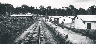 Via del Fc en el pbladode Abune, postal comercial , año 1928