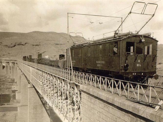 Viaducto de Andarax, entrada a la estación de Santa Fe Alhambra, año 1911, foto Victoriano Lucas, Coleccion Paniagua, AHF. F-0179