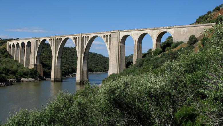 Viaducto de Azutan , Puente de Amador. fondo FCMAF