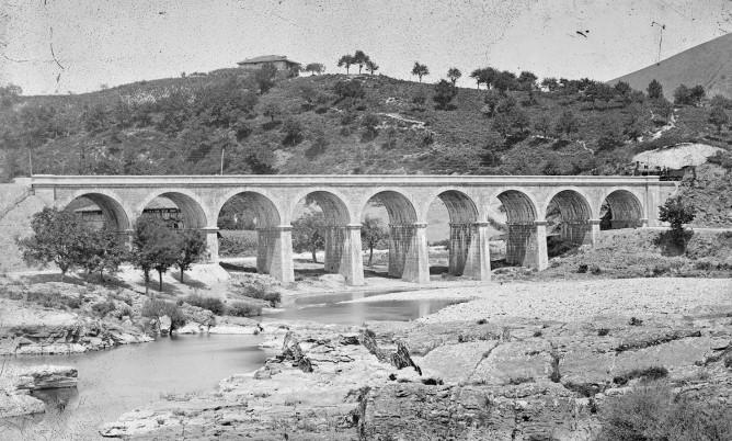 Viaducto de Miravalles, Ferrocarril de Tudela a Bilbao, Foto Laurent , Fondo MVF