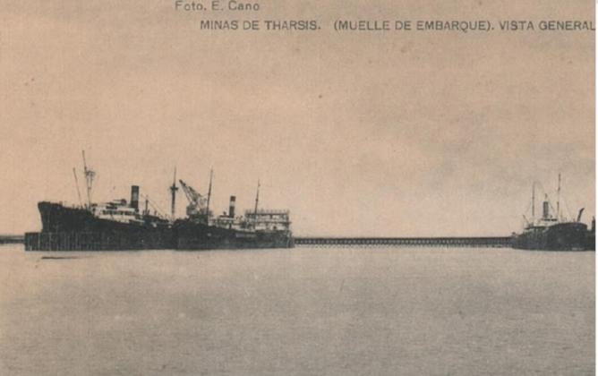 Vista general de los Muelles, foto E. Cano , Postal Comercial