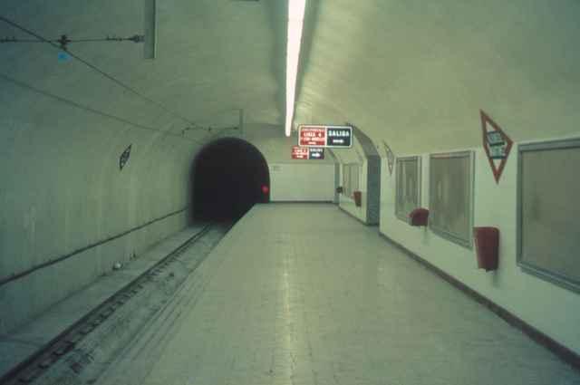 Metro de Madrid anden tipo de estacion , años 60