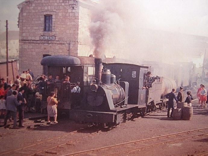 Valdepeñas a Puertollano , tren en la estacion de la Calzada