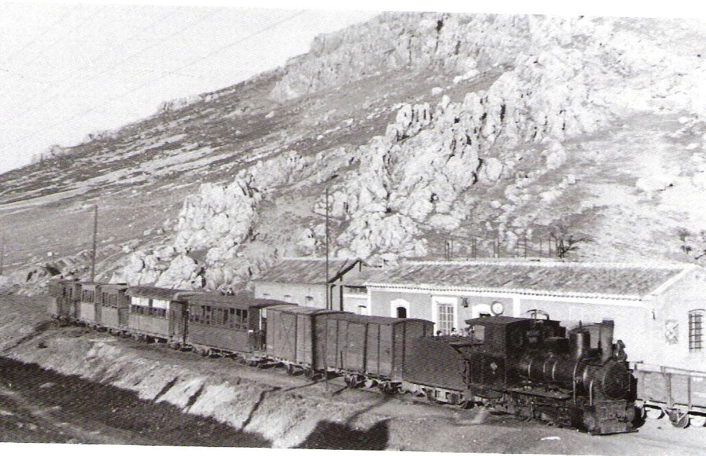 """Tren con la nº 6 """"Asturias"""" , en cabeza, abril 1962, foto Tevor Rowe"""