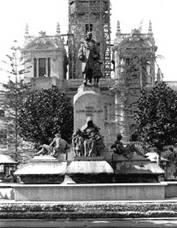 Monumento al Marques de Campo frente al Ayuntamiento de Valencia