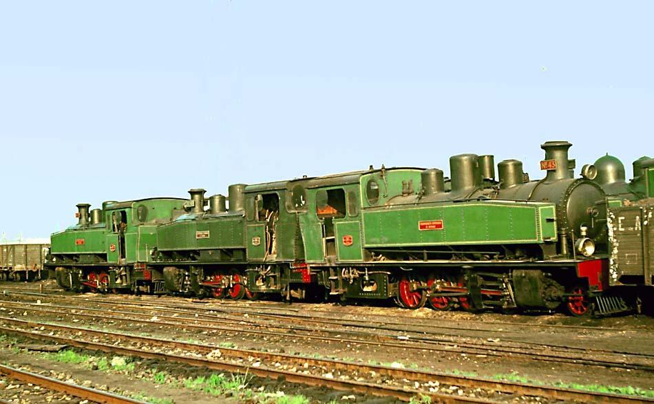 Locomotoras apartadas en Oviedo, en primer lugar la nº 43 rodaje 141T Foto : © John Carter