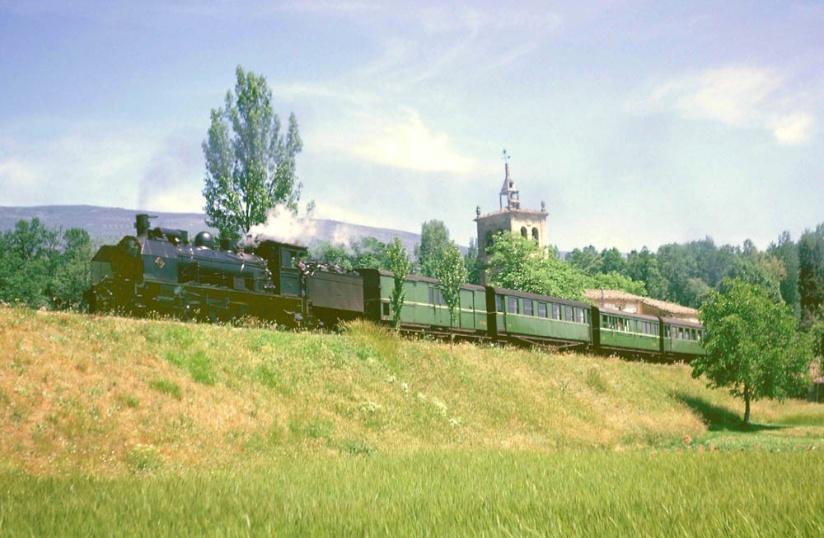 tren correo arrastrado por la locomotora