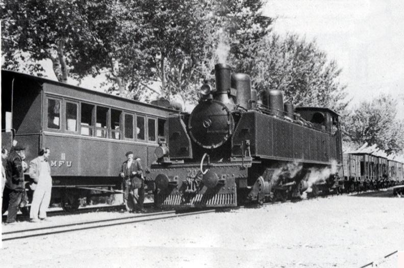 Cruce de trenes en Lécera, foto : Trevor Rowe