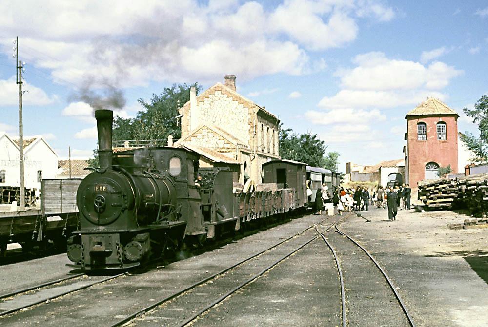 Estacion de Valdepeñas, mixto con la nº 4 , a la espera de orden de Salida
